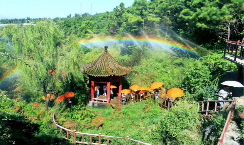 雪山彩虹谷