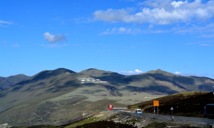 沿途路线:成都-成雅高速-雅安-雅康高速-泸定-318国道-康定-折多山