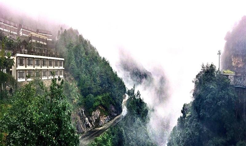 玉龙山氡泉度假村