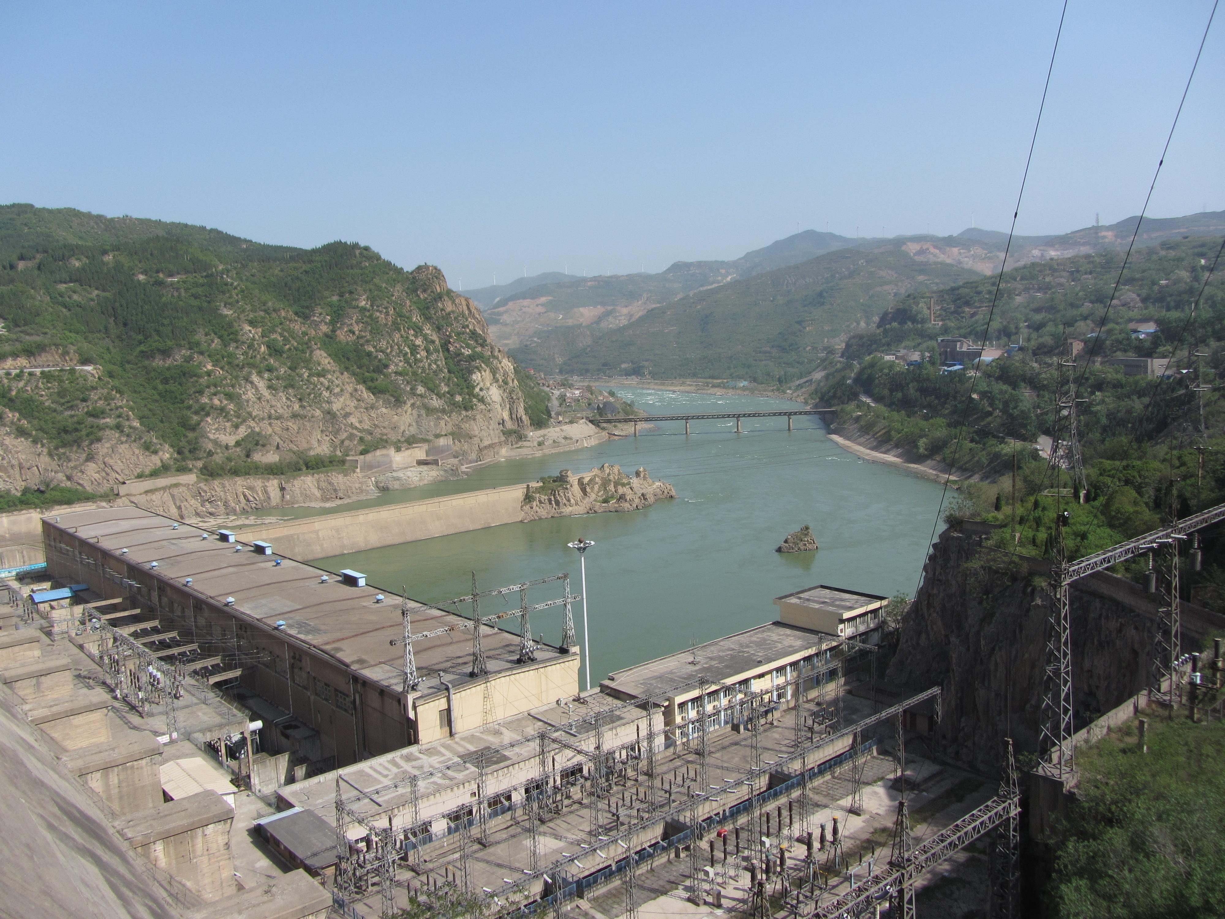 同程首页 攻略社区 走近往事(1)三门峡的思念  大坝高106米,长857米