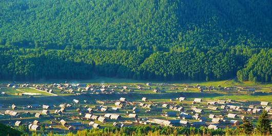 新疆天池 吐鲁番 喀纳斯 魔鬼城 禾木 五彩滩 赛里木湖 那拉提 巴音布鲁克双卧14日跟团游图片