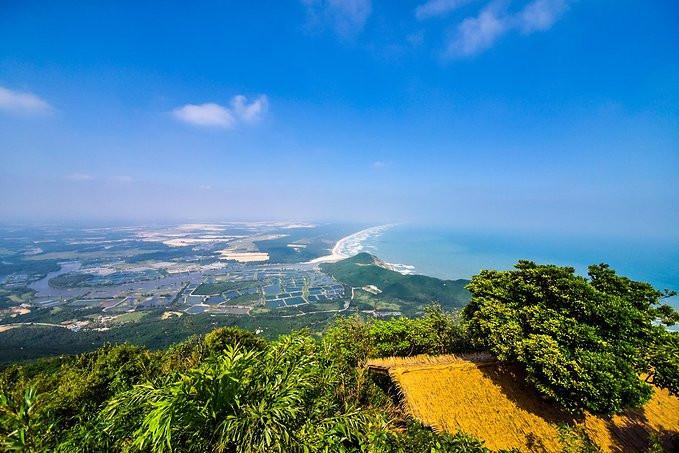 虽然是海南岛属于海岛地区,海拔较低,但是对于海拔338米高的铜鼓岭