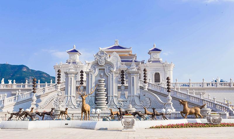 横店圆明新园门票  此景是海晏堂前大型喷水池,俗称十二生肖喷泉.