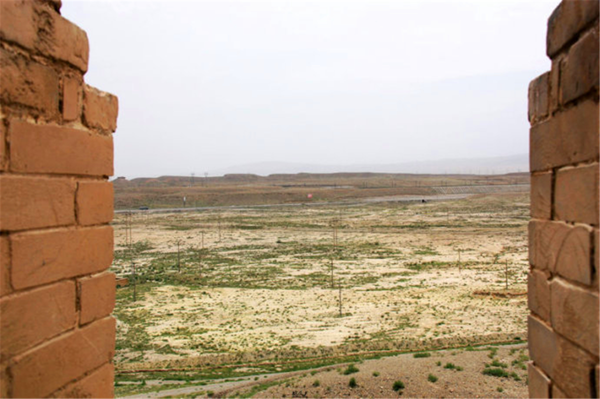 11古代的军事要塞,防卫着各种匈奴北寇的侵略。现在从关城上看塞外,可否联想到当时的金戈铁马与刀光剑影.jpg