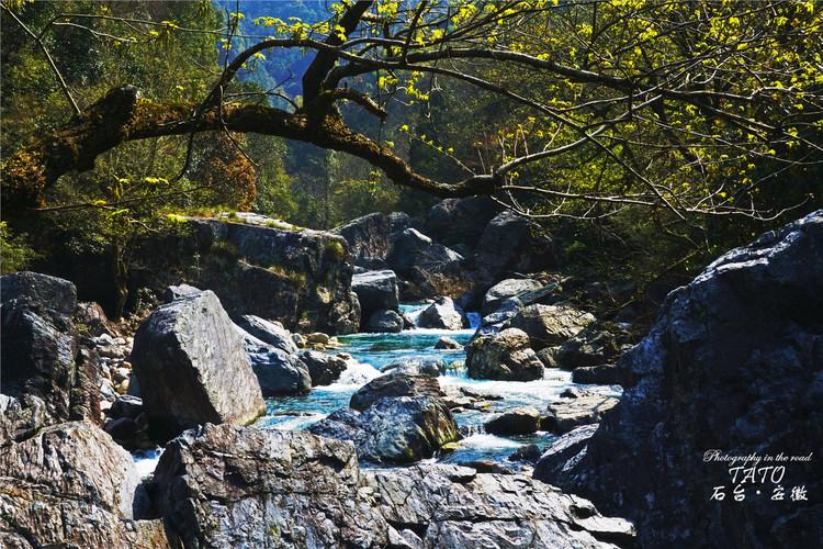风景区位于池州市石台县与黄山市祁门县交界处,是安徽南部三大高山