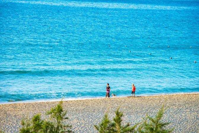 海边孤独的垂钓者,也是一道风景线.