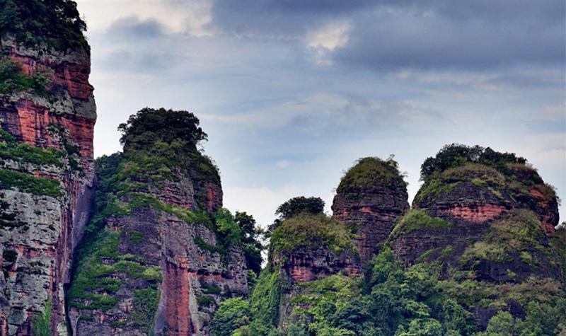 早上广州指定地点发车,午餐后前往平远县游览省级风景名胜