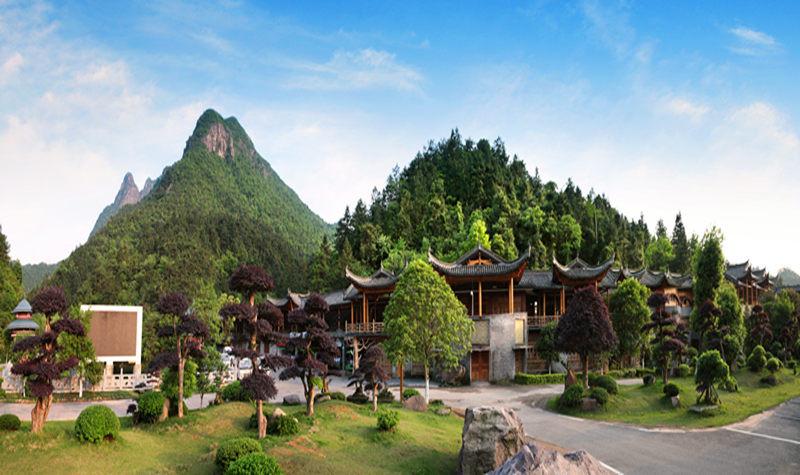 北邻江西龙虎山风景区70公里,旅游区位优势良好.