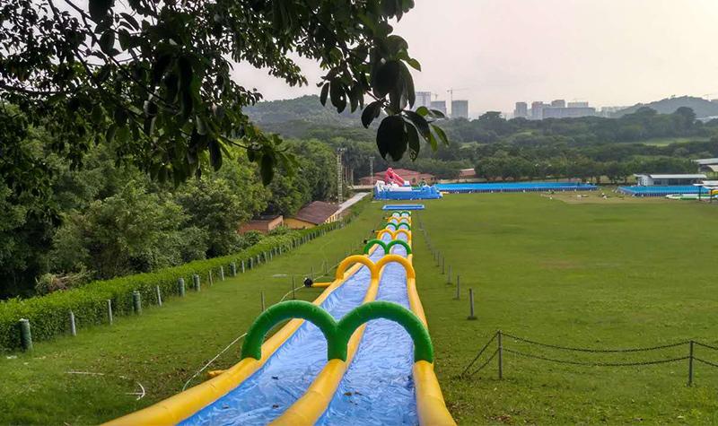 深圳光明滑草游乐园图片