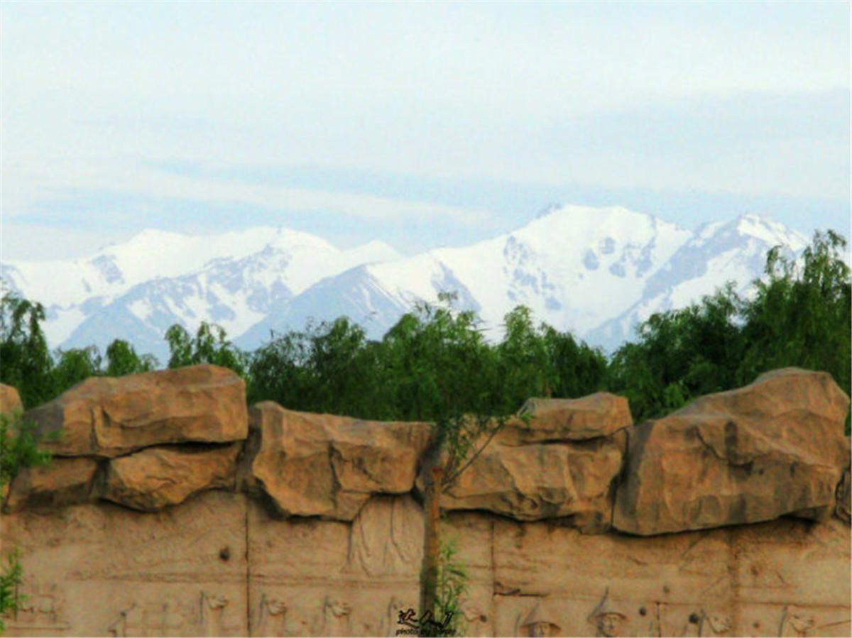 13祁连山,常年都是白茫茫的。.jpg
