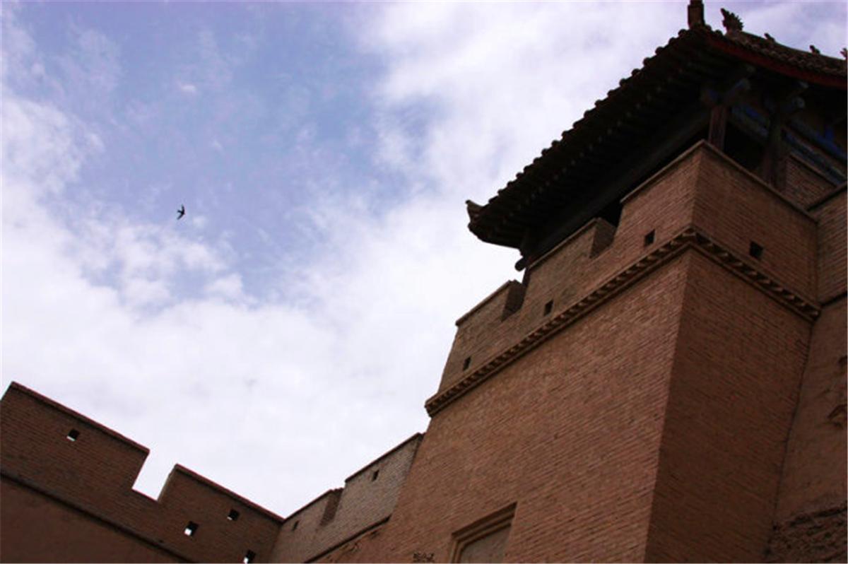 03据说嘉峪关的关城太高了,以至于燕子都飞不出城外.jpg