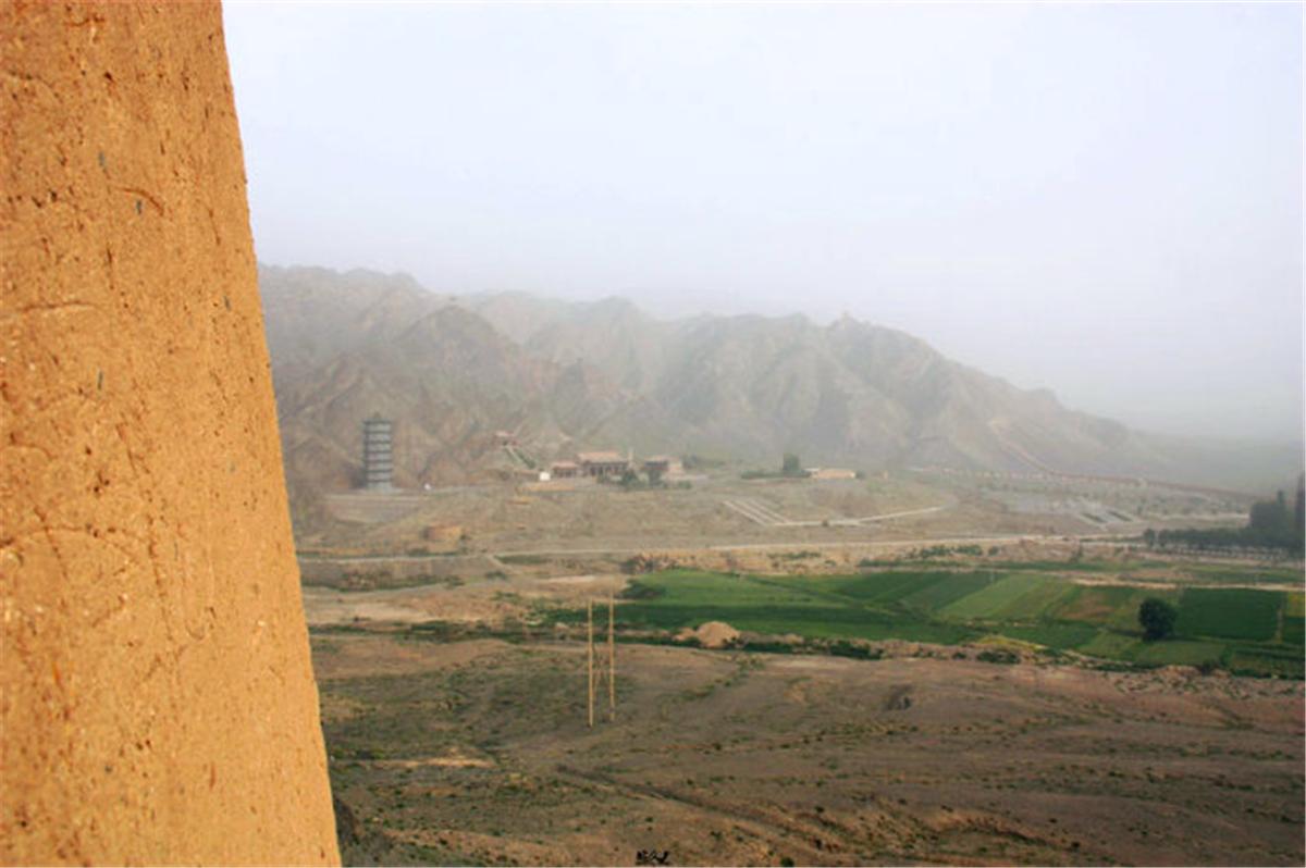 36从城墩上俯瞰下面的景色.jpg