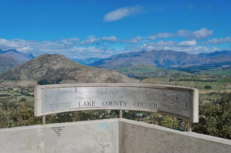 新西兰深度游  好在新西兰的公路上有很多观景台,当我们驾车从图画