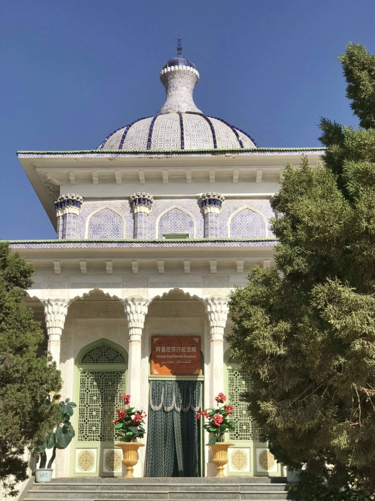 阿曼尼莎汗纪念墓,旁边是叶尔羌汗国王陵.