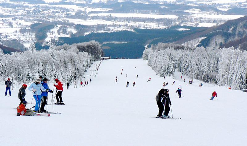 九顶塔滑雪场