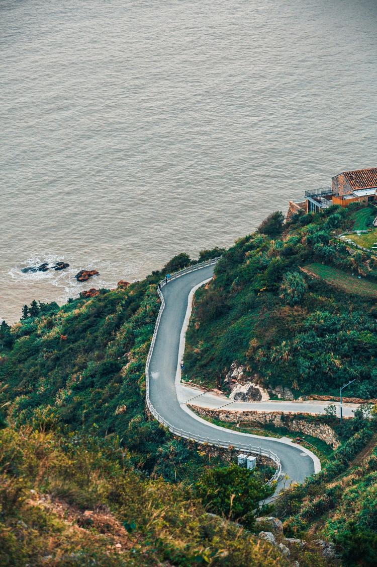 观涛听海,把酒临风,借助半岛旅游开发的东风,在绿道沿线,当地村民利用