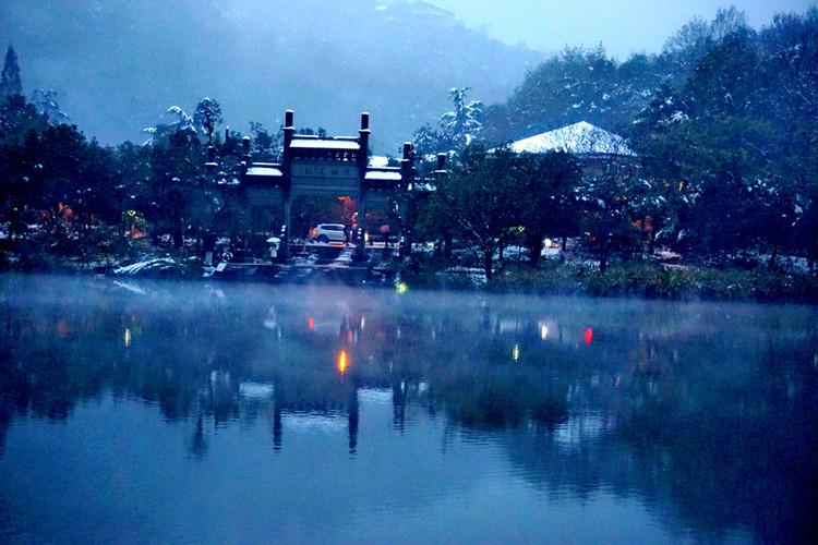 晴西湖不如雨西湖,雨西湖不如雪西湖.图片