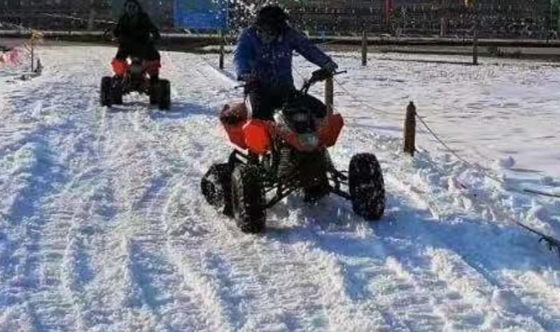 烽火冰雪乐园滑雪