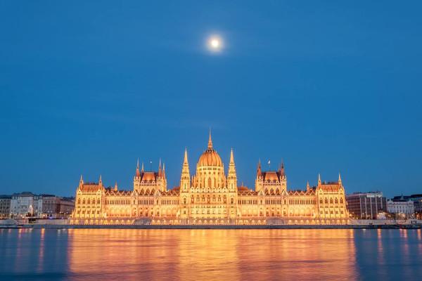 匈牙利+奧地利+捷克14日+非一般系列+26人小團全含+高尚4或5鉆酒店8分以上+五城連住+深度跟團游