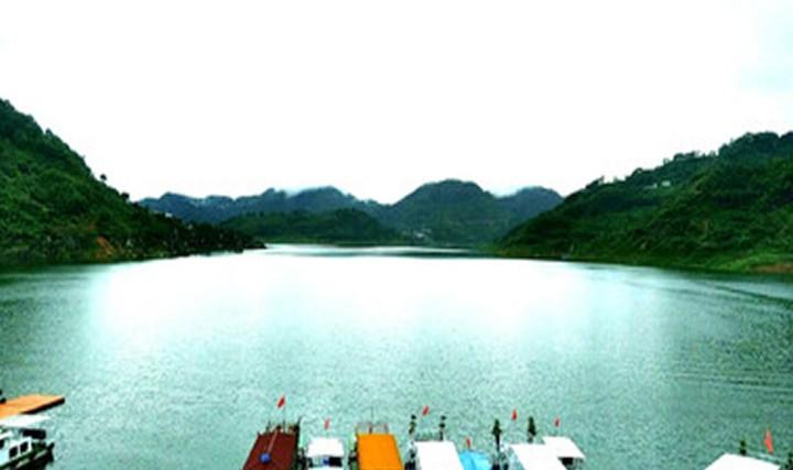 万峰湖红椿码头